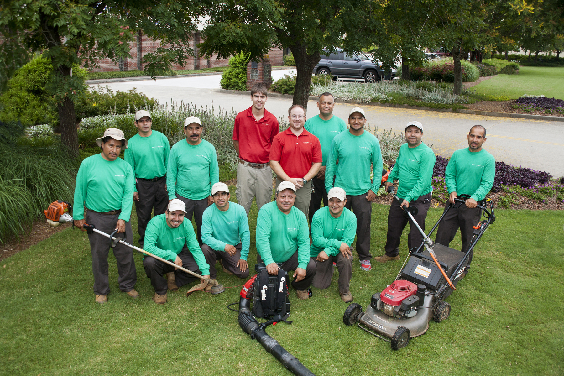 landscape-contractors-maintenance-team-for-commercial-landscaping
